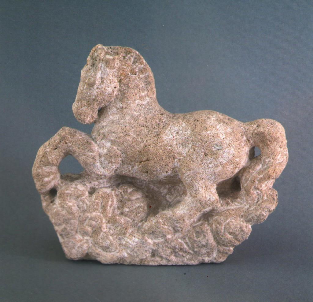 А. Коваль, «Песня о коне», известняк, 1998 г.