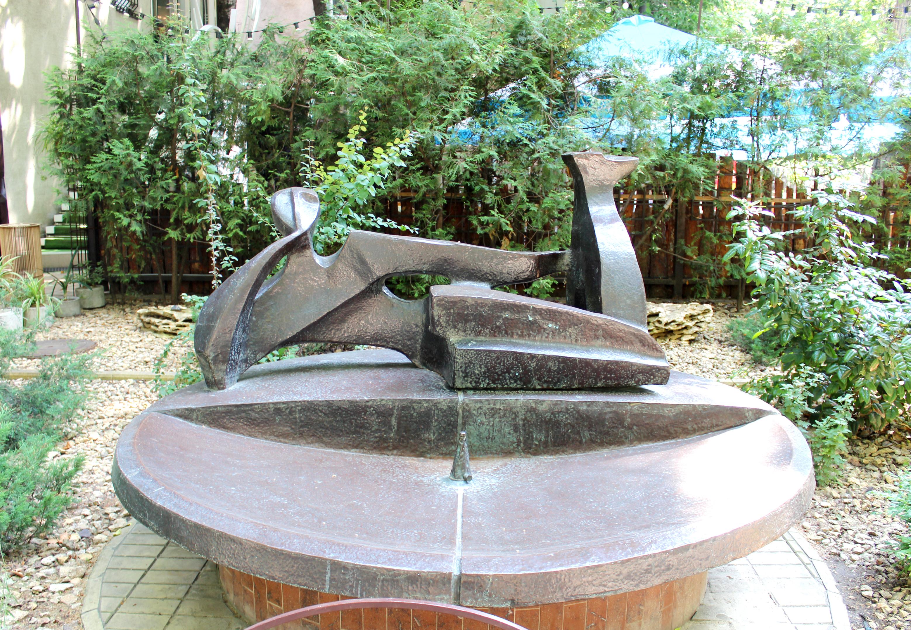 Юрий Зильберберг, «Человек с собакой», фонтан, кованая медь, 1993 г.