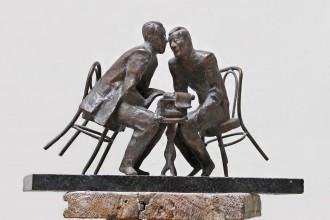 А. Князик, «Эскиз к памятнику И. Ильфу и Е. Петрову», бронза.