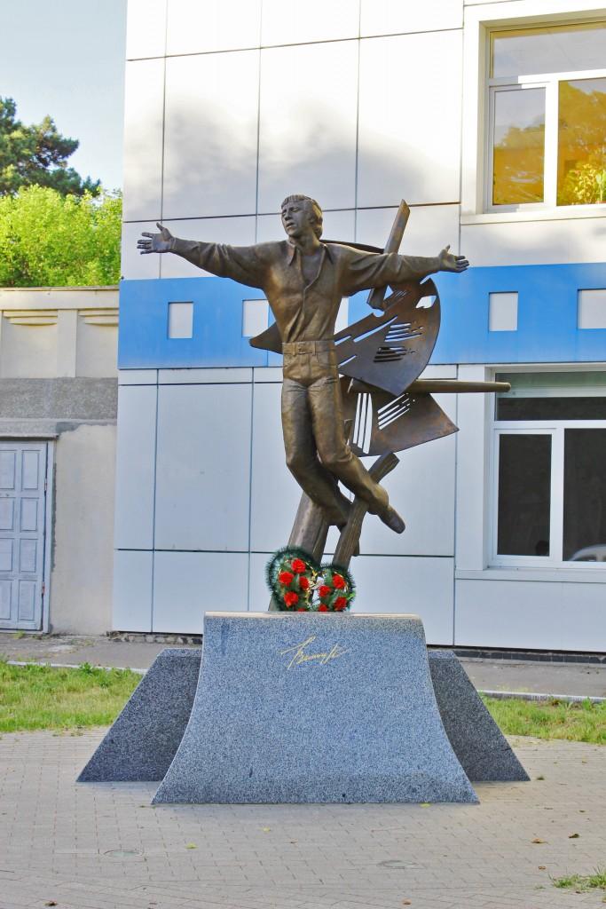 А. Князик, «Памятник Владимиру Высоцкому», бронза, 2012 г.