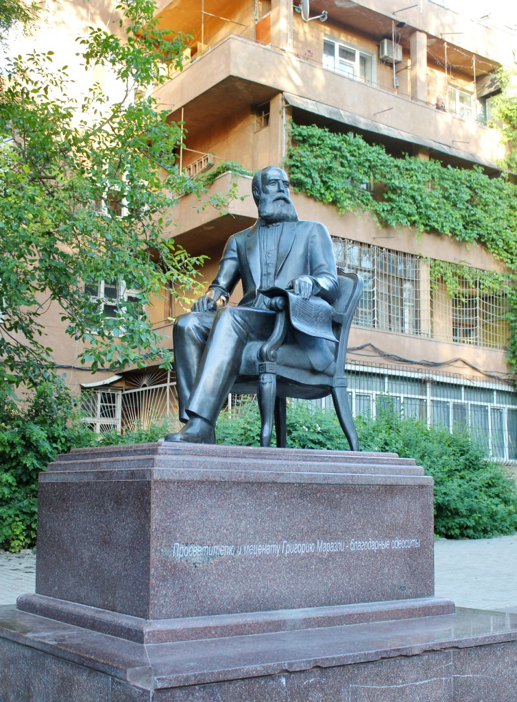 А. Князик, «Памятник Григорию Маразли», бронза, гранит, 2004 г.